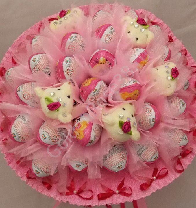 Букет из игрушек и яиц киндер
